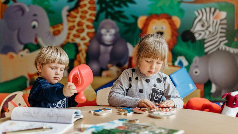 Vaikų žaidimo kambarys su profesionaliomis auklėmis