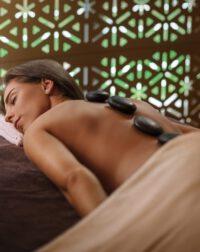 Atpalaiduojantis lavos akmenų masažas palangoje viešbutyje Vanagupė