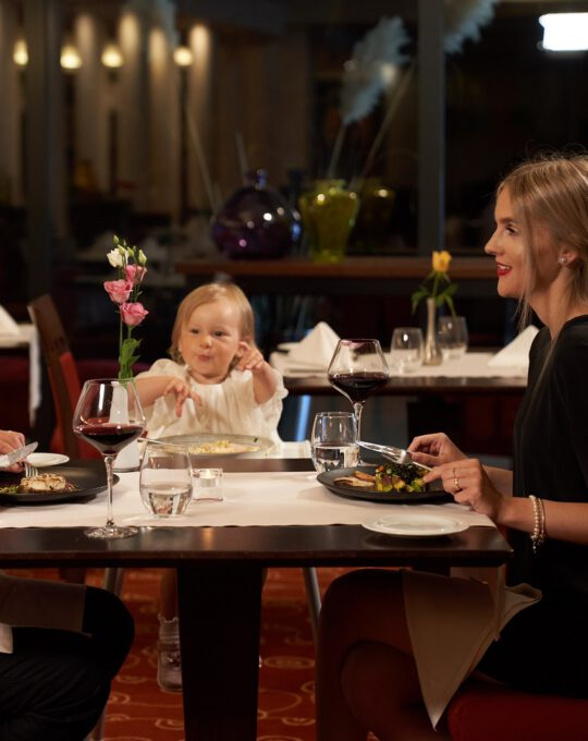 vakariene su šeima palangoje